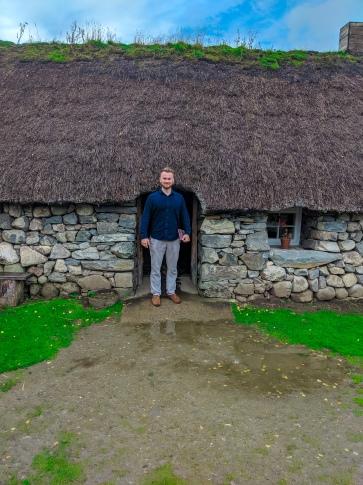 polina jones scotland outlander tour highlands newtone moore folk museum (2)
